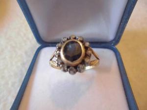 Anello in oro con zaffiro e diamanti