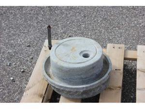 Su macina manuale in pietra c di piatto ruote diam 35 funzio