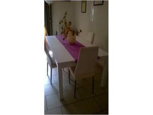 Tavolo lungo a 2 piani posot class for Ikea tavolo bianco