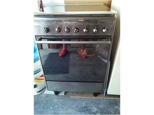 Vendesi cucina a gas SMEG USATA 2 MESI NUOVA