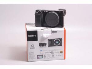Fotocamera digitale mirrorless sony a. solo corpo.