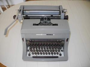 Macchine da scrivere: Olivetti Linea 88 - Remington 11