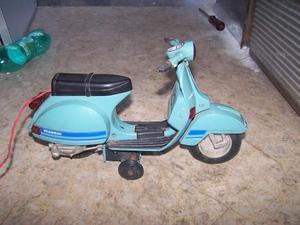 Vespa modellino giocattolo vintage