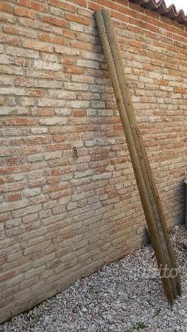 Pali in legno per recinzione
