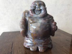 Antichità scultura cinese in onice di Buddha felice, metà