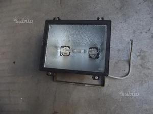 Faro proiettore da esterno con lampada
