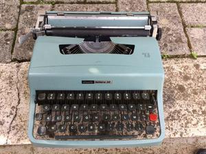 Macchina da scrivere lettera 32