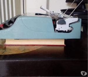 Olivetti lettera 22 macchina da scrivere anni 50