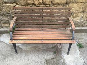 Panchina in legno e ferro