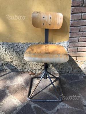 Sgabello vintage con schienale