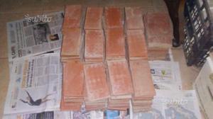 400 piastrelline marroni ben tenute