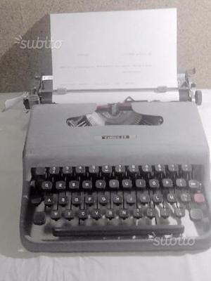 Macchina da scrivere OLIVETTI lettera 22 anni '70
