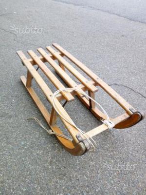 Slittino in legno caratteristico