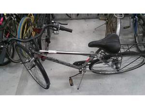 Bicicletta uomo grgia sella nera