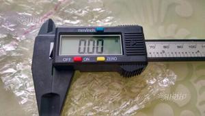 Calibro digitale 150 mm, schermo LCD, in carbonio