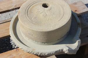 Macina manuale in pietra completa di piatto ruote