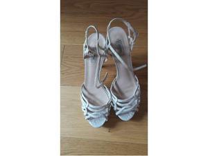 Sandali originali guess bianchi con cinturino | Posot Class