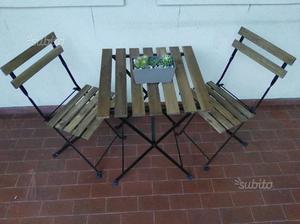 Tavolo con due sedie da giardino/balcone