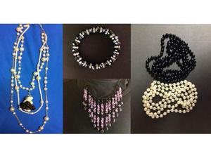 Collane, orecchini, bracciali, cinture, anelli