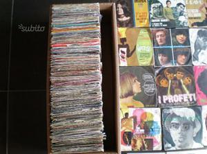 300 dischi in vinile 45 giri