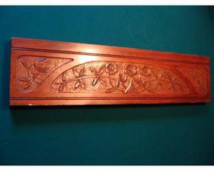 Antico pannello scolpito in legno di ciliegio