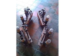 Due lampadari in ferro battuto e legno