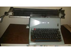 Macchina da scrivere vintage olivetti 82