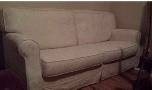 Divano bianco damascato posot class for Lunghezza divano tre posti