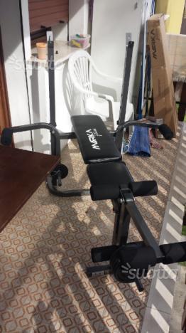 Panca piana con pesi per esercizi gambe e braccia