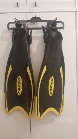 Pinne da snorkeling o immersioni con cinghiolo