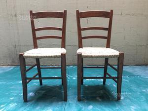 Sedia antica in legno massello seduta in paglia