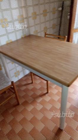 Tavolo allungabile con 4 sedie
