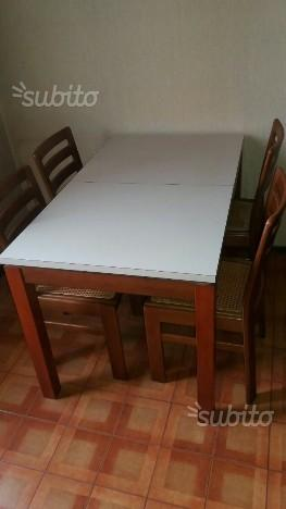 Tavolo e 4 sedie in legno E. 50
