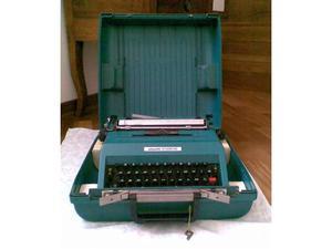 Macchina per scrivere Olivetti Studio 45