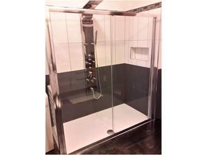 Box doccia samo due ante e relativo piatto doccia.
