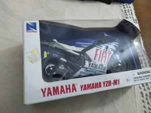 Modellino 1:12 yamaha yzr Valentino Rossi 46 the doctor