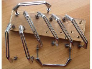 8 vecchie maniglie in ferro cromato per mobili -