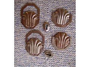 8 vecchie maniglie in ferro lavorato per mobili -