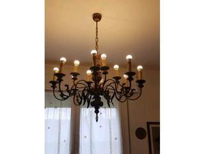 Lampadario in ferro battuto a 12 lampade
