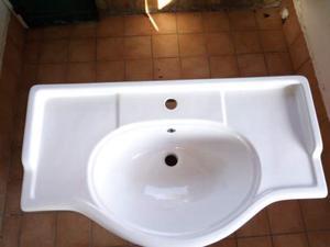 Lavabo con mobile in legno