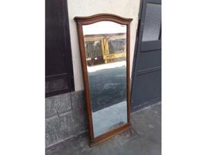 Specchio con cornice in noce