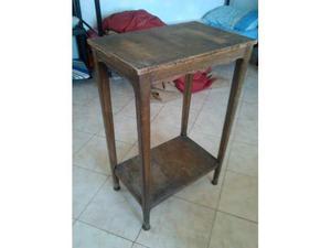 Tavolino antico a due piani