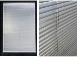 Tenda veneziana in alluminio colore bianco avorio 53,3 x 146