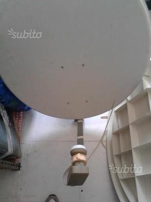Parabola satellitare e tre decoder