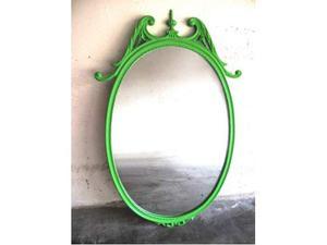 Specchio con cornice in legno verde