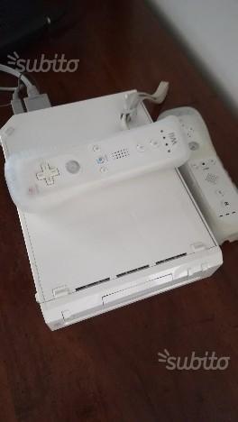 Wii + 2 joystick + giochi vari