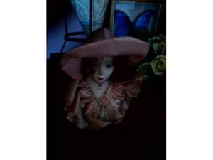 Porcellana capo di monte soggetto donna