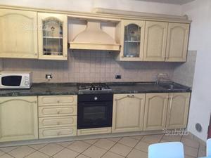 Cucina Componibile In Ciliegio : Cucina classica in legno massiccio con impugnature velia