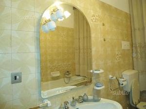 Specchio bagno con faretti posot class - Faretti bagno specchio ...