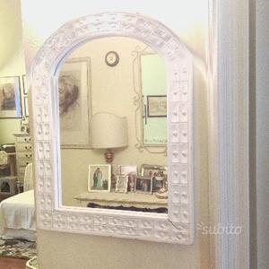 Specchio shabby chic con cornice in legno